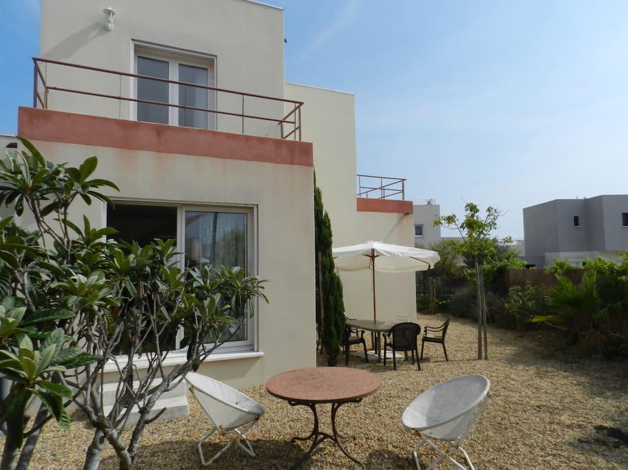 Villa et son jardin, idéal pour barbecue et détente