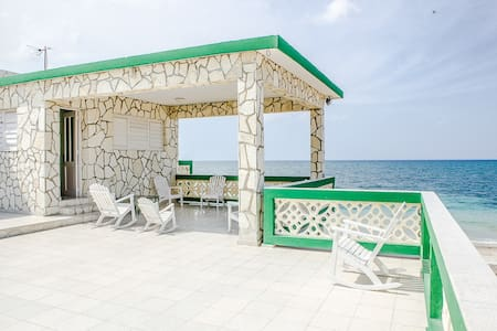 RHHEOF02 3BR Beach front house - l'Havana