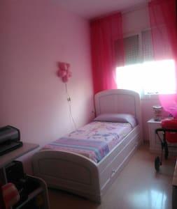 Habitación priv cerca de UAB en Sabadell Barcelona - Sabadell - Bed & Breakfast