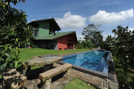 Tranquility-2 rooms available / Clean & Cosy - Kandy - Bed & Breakfast