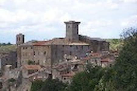 Nella quiete del borgo medioevale - Rumah