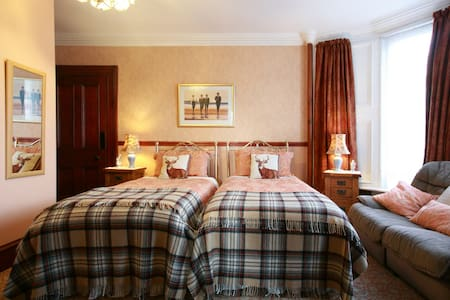 Charming Wallace twin Highland room - Crieff
