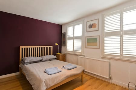 Sunny Double Room in arty Chiswick - Londra - Bed & Breakfast