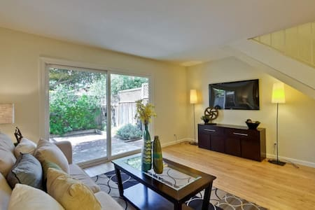 Private BR - quiet central location - Mountain View - Townhouse