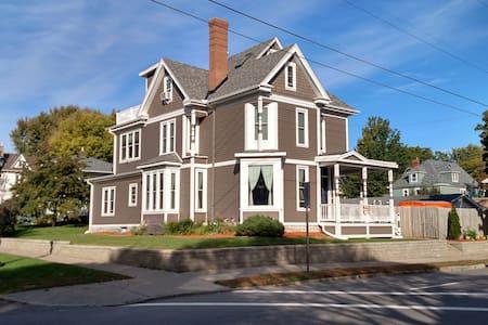 The Dale House - Spacious, Stylish & Pet friendly! - Saint Paul