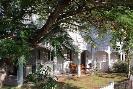 Classic Queenslander & Cafe Culture - Wohnung