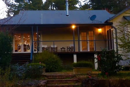Maple Cottage- Charming Cottage with bushland view - House