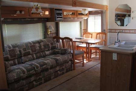 Samson's Whitetail Mountain Comfy Camper Getaway - Lakókocsi/lakóautó