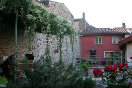 Chambre D'hôtes Camille Condrieu  - Bed & Breakfast