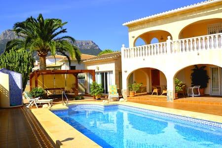 Villa El Tosal