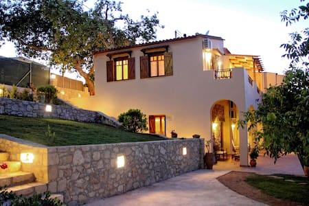 Alia Traditional Stone Villa - Vila