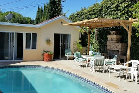 Guesthouse with swimming pool - Los Angeles - House