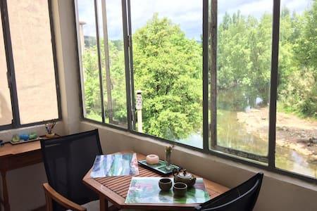 Appartement charmant avec véranda sur la rivière - Appartement