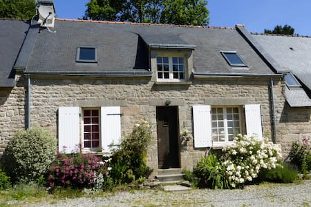 Oak Cottage with shared heated pool - House