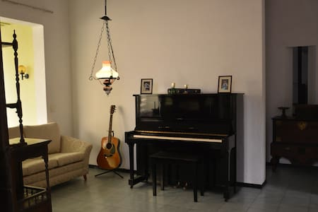 Gallery House-An Artistic HomeStay - Colombo - House