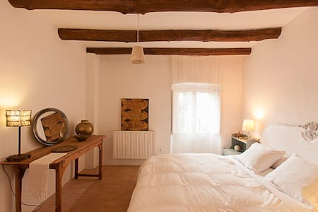 Suite in a medieval village house - Hus