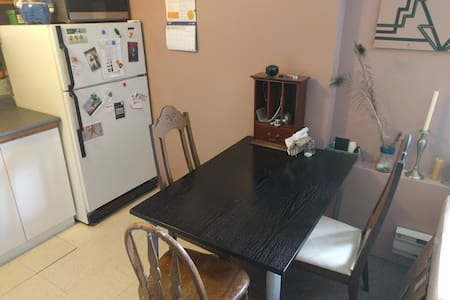 Clean, central, 1-bedroom, 3rd floor apartment - Toronto - Apartment