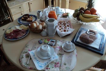 B&B  Valente   camera tripla  - Bed & Breakfast