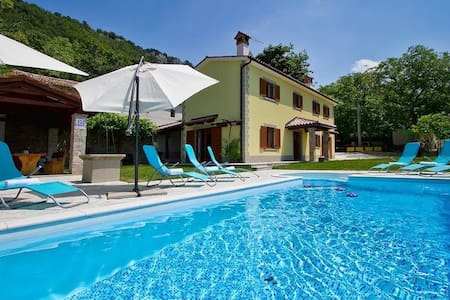 Private Villa in central Istra with pool - Dolenja Vas