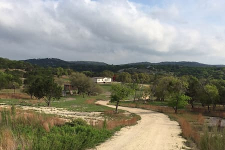10+ Acres - TX Hill Country Rental - Huis