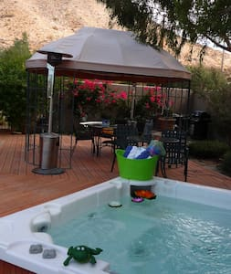 Desert oasis with spa - B.Y.O.H.  - Bed & Breakfast
