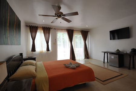 Lovely Room , Beachfront, Station 2