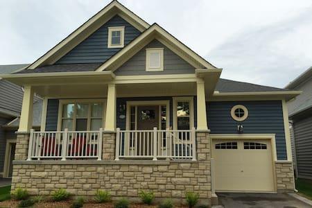 Blue Skies Beach House - Ház