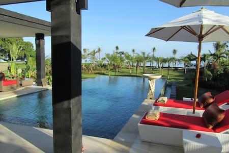 Your very own piece of the Bali Sea - Seririt - House