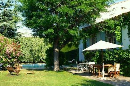 Agréable villa, piscine, Alpilles - House