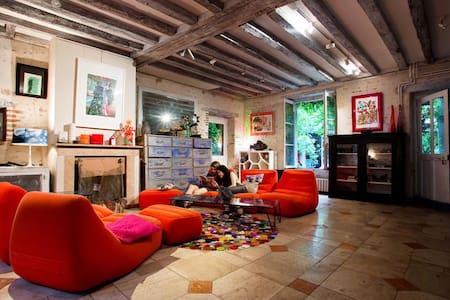 Maison sur cour en centre-ville - Orléans - Bed & Breakfast