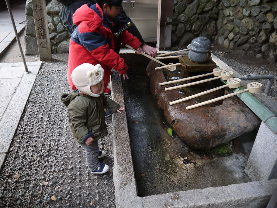 Shrine Hand-washing(The miles a day to clean)