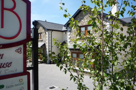Avlon House B&B situated on Green Lane a leafy mature area just a 7-10 minute walk from Carlow Town centre and only a short 20 minute drive from Kilkenny City or an hour from Dublin. Award winning B&B offering high product quality all rooms ensuite