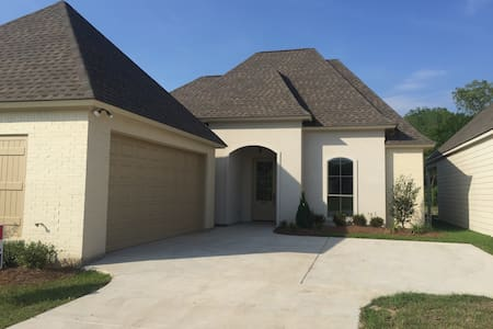 New Home / Community Pool / Gated - Baton Rouge - Huis