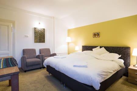 Prachtige Villa in Tegelen - Tegelen - Bed & Breakfast