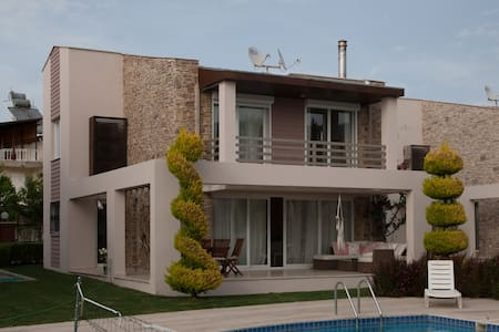 Private Villa mit Pool - Davutlar