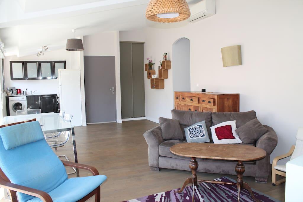 Chambre priv e apartments for rent in marseille for Chambre de commerce aix en provence