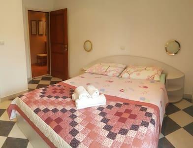 DOUBLE BEDROOM WISTERIA APARTMENT - Ház