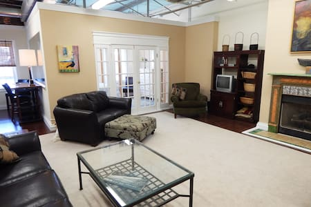 Chic Sunny Riverfront Luxury Loft  - Salisbury - Apartmen