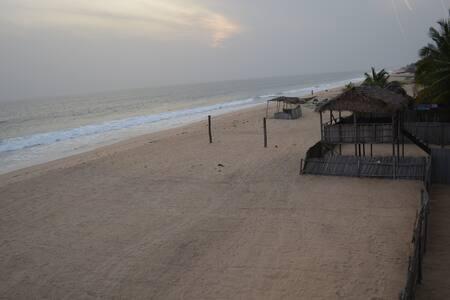 2 Bedroom Oceanfront Beach House - Eleko Beach - Kulübe