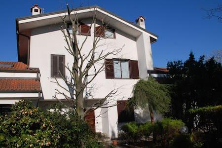 Villa in Residence - Correzzana - Villa