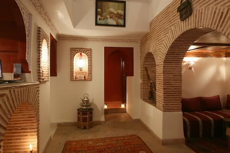 Riad ben Saleh Situated in the heart of Marrakesh Medina and only few minutes walk to Jemma Fna Square.  The place is very clean and comfortable and Calm.