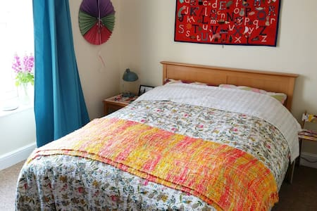 Bright Double Room in Town Centre - Rumah