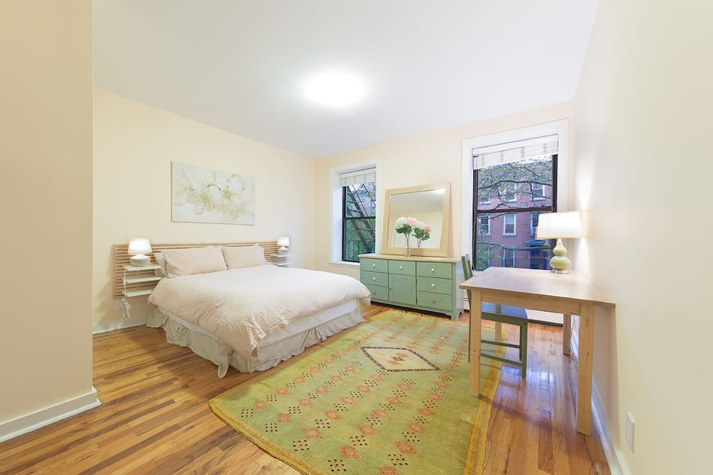 Spacious master bedroom w/ queen bed, large closet and private access to shared bath