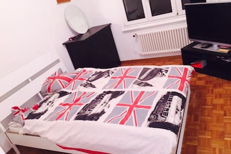 Clean, comfy room. Free parking! - Appartement