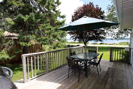 Waterfront Home w lakeside lounge - Owen Sound - Cottage