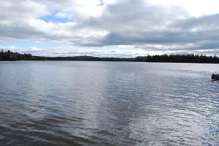 Chalet en pleine nature bord de lac - Almhütte