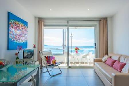Apartamento en 1ª línea de playa - Apartment