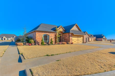 Builder's Model Home off I-40 in Weatherford - Weatherford - Casa