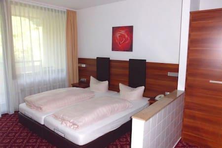 Schönes Hotelzimmer in ruhiger Lage - Bed & Breakfast