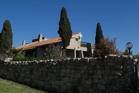 Spacieuse villa atypique - Narbona